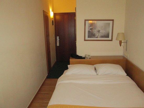 Plaka Hotel: Bed