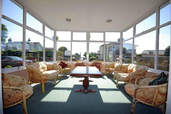 Sandhill Hotel: Sun Lounge looking toward sea