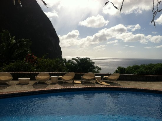 Stonefield Villa Resort: Piton View from Mango Tree at Stonefield