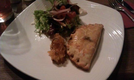 Pooley Bridge Inn: Goats cheese and mushroom pasty starter