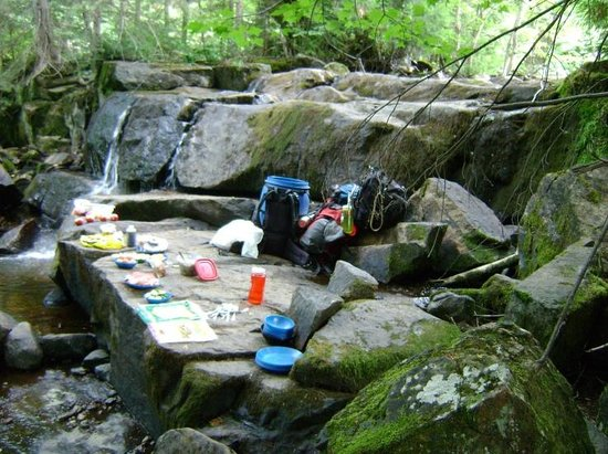 Northern Edge Algonquin: Canoe trip : a feast on the rocks by a waterfall awaits