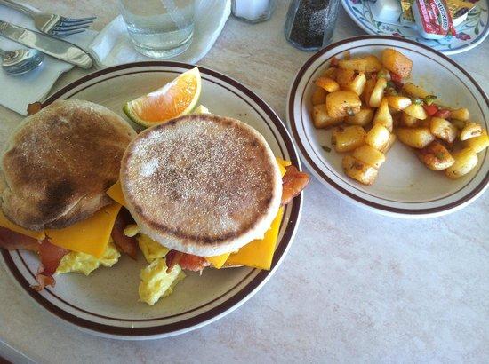 ذي آيلاند بيتشكامر هوتل: best breakfast EVER!!!! 