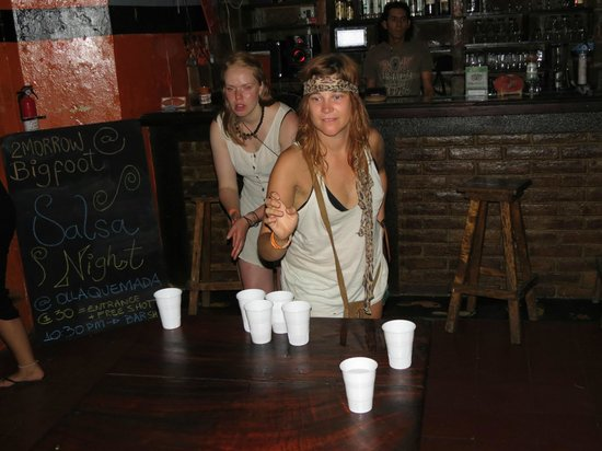 Bigfoot Hostel: Beer pong