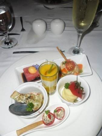 Luxury Bahia Principe Cayo Levantado Don Pablo Collection:                   Plenty of Cava with your appetisers