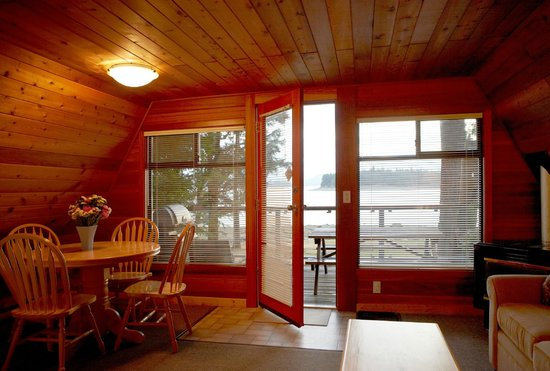 Taku Resort and Marina: Beachfront Cabin - pet friendly