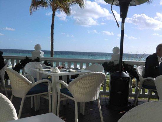 Pelican Grand Beach Resort, A Noble House Resort:                   Breakfast Area