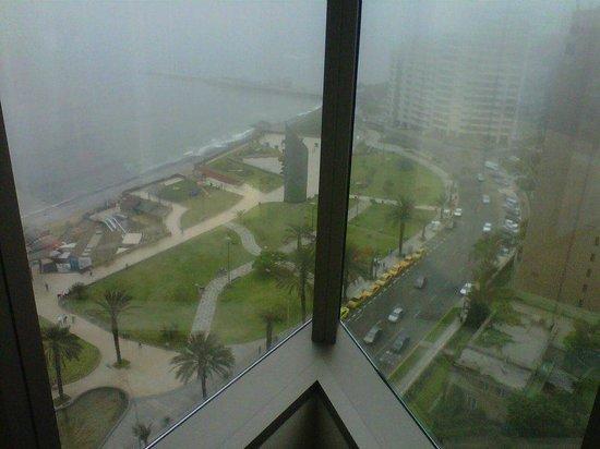 JW Marriott Hotel Lima: Vista desde la habitación en el piso 19 en un día un poco nublado