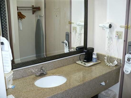 BEST WESTERN Ocala Park Centre :                   clean and new bathroom