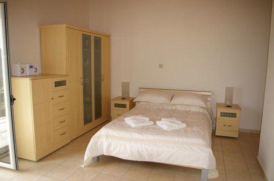 Vassiliki Bay Villas: VILLA CALNOVIC....MASTER BED