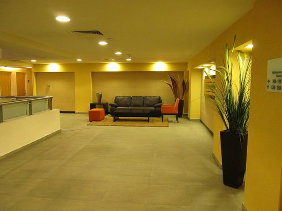 Holiday Inn Express Guadalajara Expo: Floor corridors