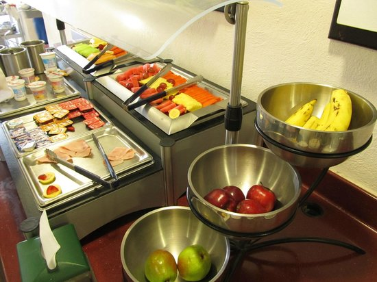 Holiday Inn Express Guadalajara Expo: Full and healthy breakfast!!!.