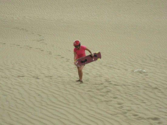 Hotel Las Dunas: Subiendo luego de hacer sandboard