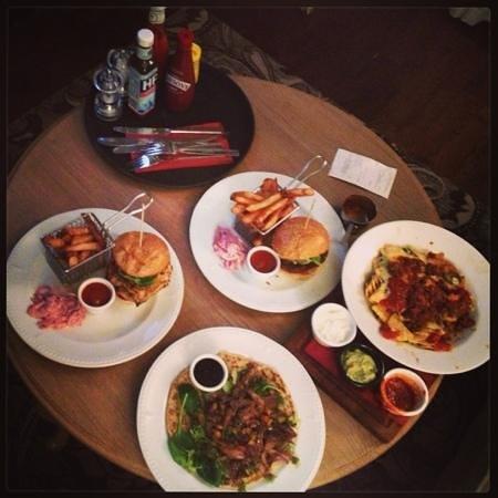 The Drayton Court Hotel:                   dinner!!!