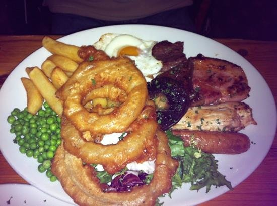 The Windmill Inn: The mixed grill was cooked perfectly and there was plenty!