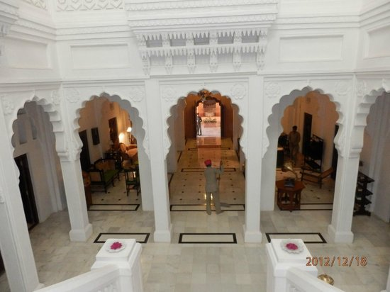 WelcomHeritage Bal Samand Lake Palace:                   Entrance Hall