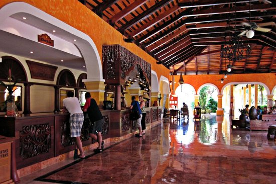Iberostar Paraiso Beach:                   Reception and Lounge