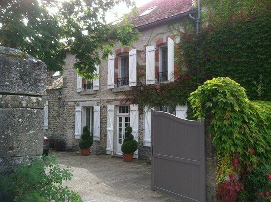 Manoir de Serrigny: Entrance.