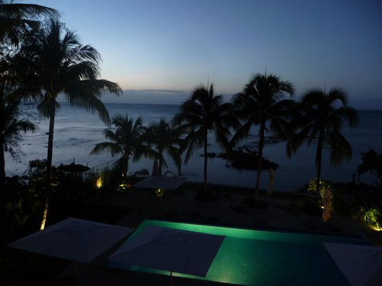 Mon Choisy Beach Resort: Vista nocturna desde la Hab A7