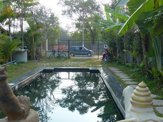 Amazing Boutique Angkor: Le bassin / piscine sur rue