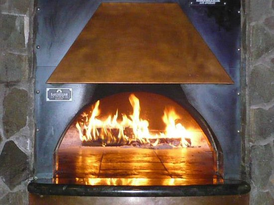 Smoky Hearth Restaurant Bar & Grill: Wood Fire Pizza Oven