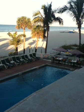 Grand Plaza Beachfront Resort Hotel & Conference Center: Pool view from the room