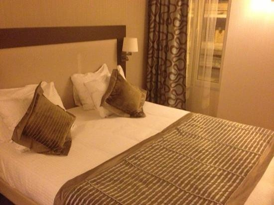 Best Western Hotel Belfort : lit chambre exécutive