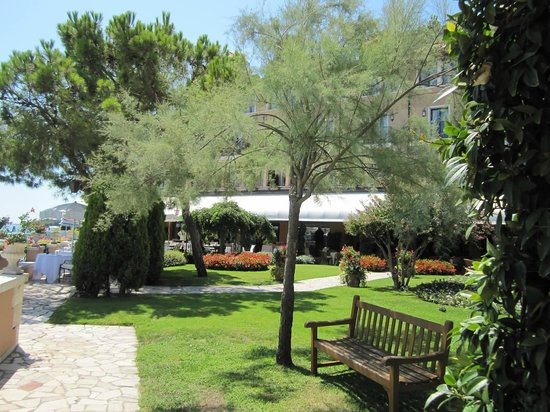 Belmond Hotel Cipriani:                   Grounds near the hotel dock