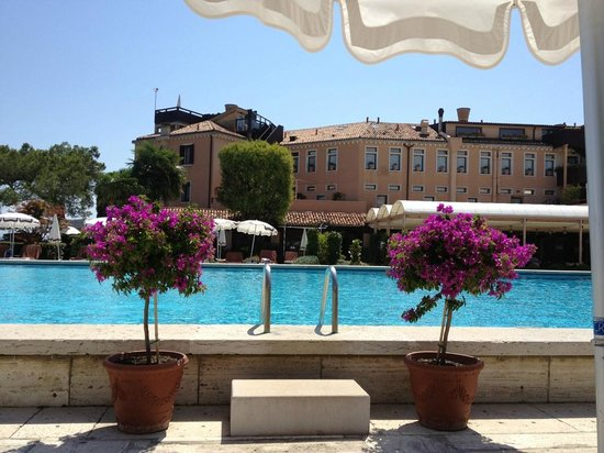 Belmond Hotel Cipriani:                   View from Poolside Lounge Chair
