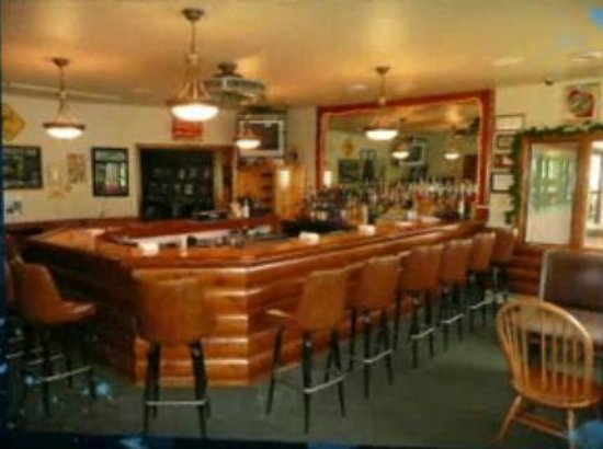 Eddie B's White Spruce Restaurant & Tavern: Bar