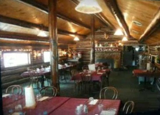 Eddie B's White Spruce Restaurant & Tavern: Log Cabin Dining Room