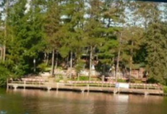 Eddie B's White Spruce Restaurant & Tavern: Boat Parking