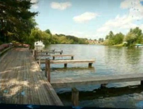 Eddie B's White Spruce Restaurant & Tavern: Park your boat here!