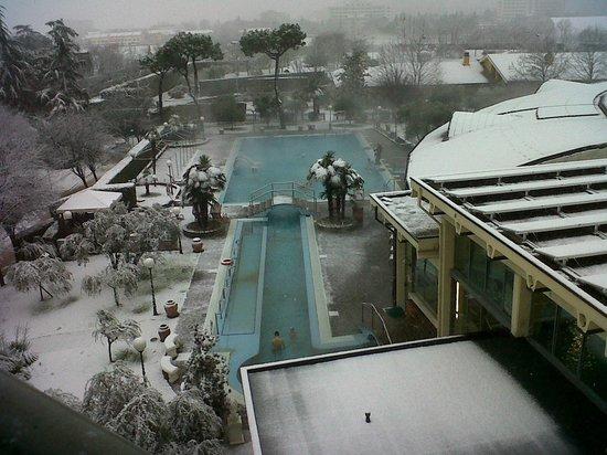 Petrarca Hotel Terme : il caldo dell'acqua termale, il freddo della neve