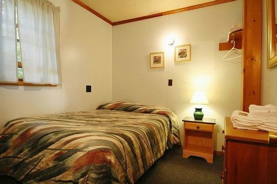Elmwood Motor Court: Bedroom #3