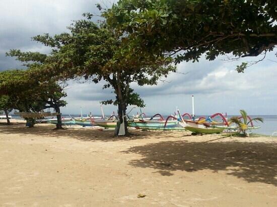 Inna Grand Bali Beach Hotel:                   пляж