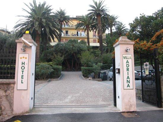 Hotel Villa Adriana: hotel entrance