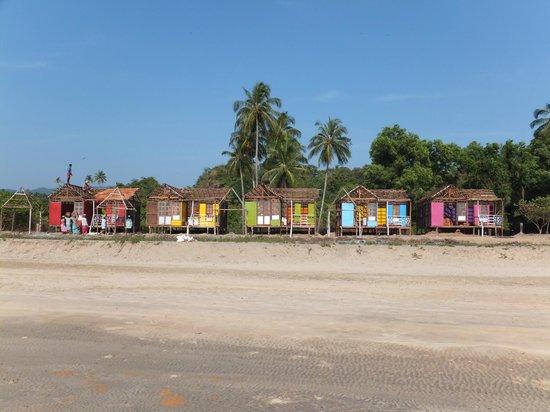 shacks on agonda beach
