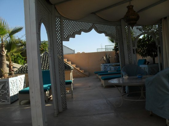 Riad Armelle: roof terrace
