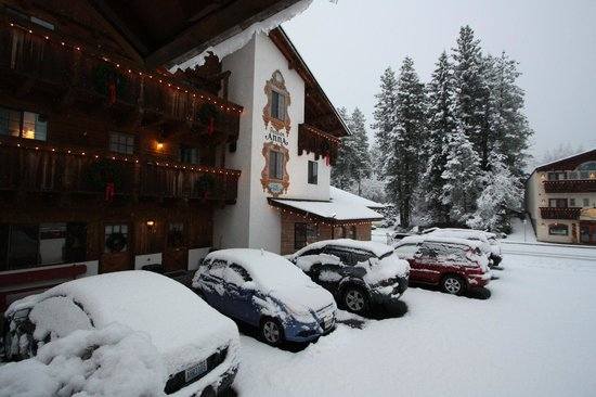 Hotel Pension Anna :                   Hotel with snow.