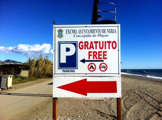 Chiringuito Mauri : Free parking alongside the beach