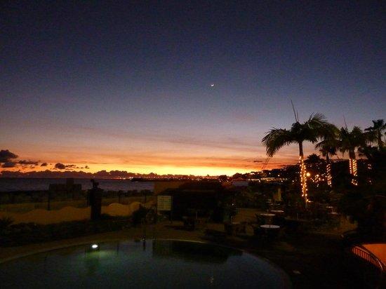 هوتل بورتو سانتا ماريا:                   sunset over the port                 