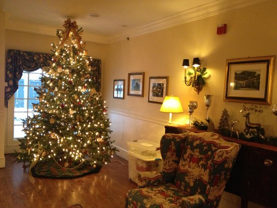 Green Mountain Inn: Lobby in Mansfield house, nicely done