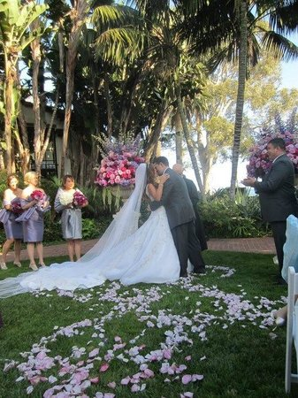 Four Seasons Resort The Biltmore Santa Barbara: Our wedding in the Mariposa Garden