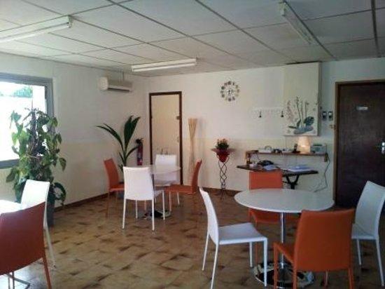 Motel Limoux: salle de petits dejeuners