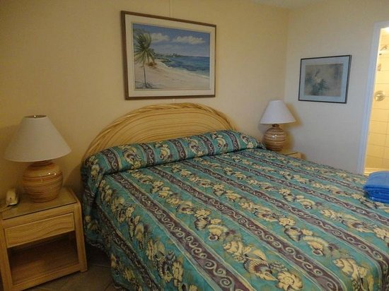 Hale Pau Hana Beach Resort: Quarto