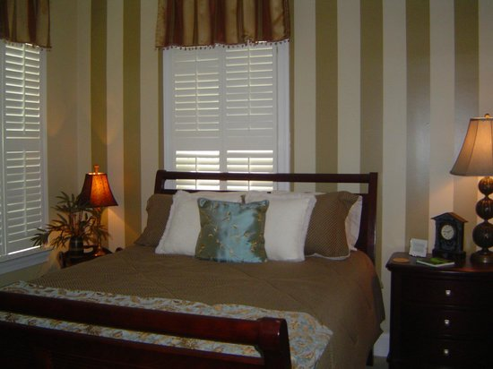 Edna Inn: Bass Room/ Queen Bed