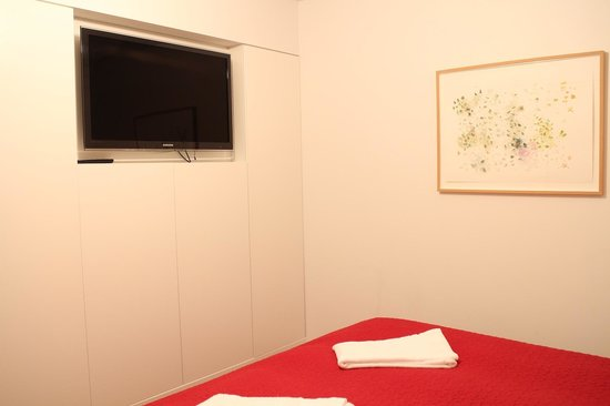 Luna Apartments:                   TV in room and good wardrobe space in room