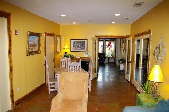 Vintage Villas Hotel:                   Lobby
