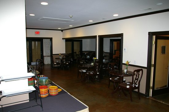 Vintage Villas Hotel:                   Dining