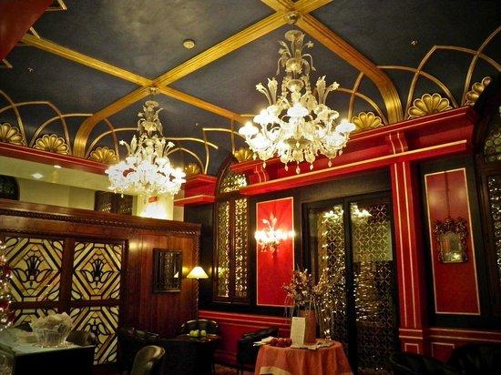 Hotel Palazzo Stern:                   Bar area